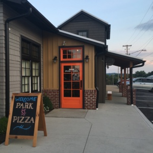 Foodie Finds in Ohio Amish Country @ Park St. Pizza