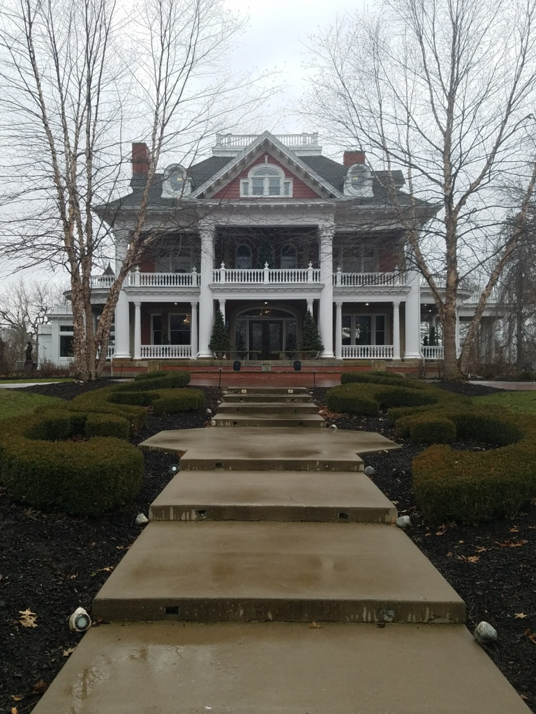 Unique Ohio Lodging @ Sebring Mansion & Spa
